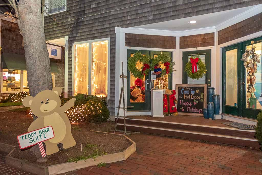 Martha's Vineyard Teddy Bear Suite New Home At 17 Winter Street Edgartown Open Christmas In Edgartown Weekend